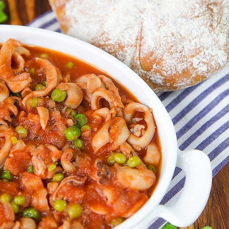CUTTLEFISH STEW with green peas, Italian style