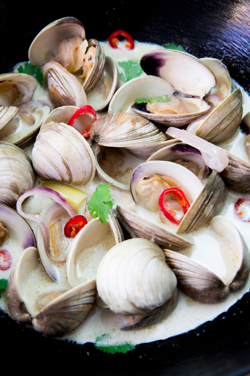 THAI-STYLE COCONUT SOUP WITH CLAMS AND RICE