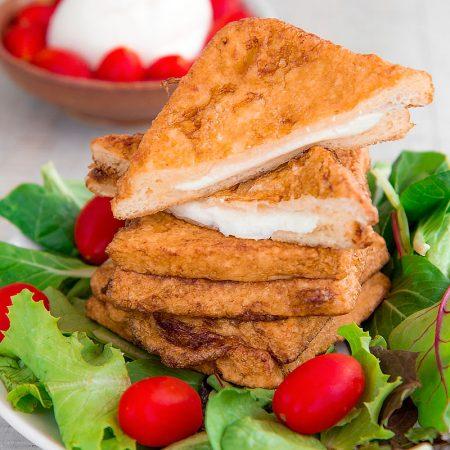 MOZZARELLA IN CARROZZA RECIPE - traditional Neapolitan fried cheese and bread