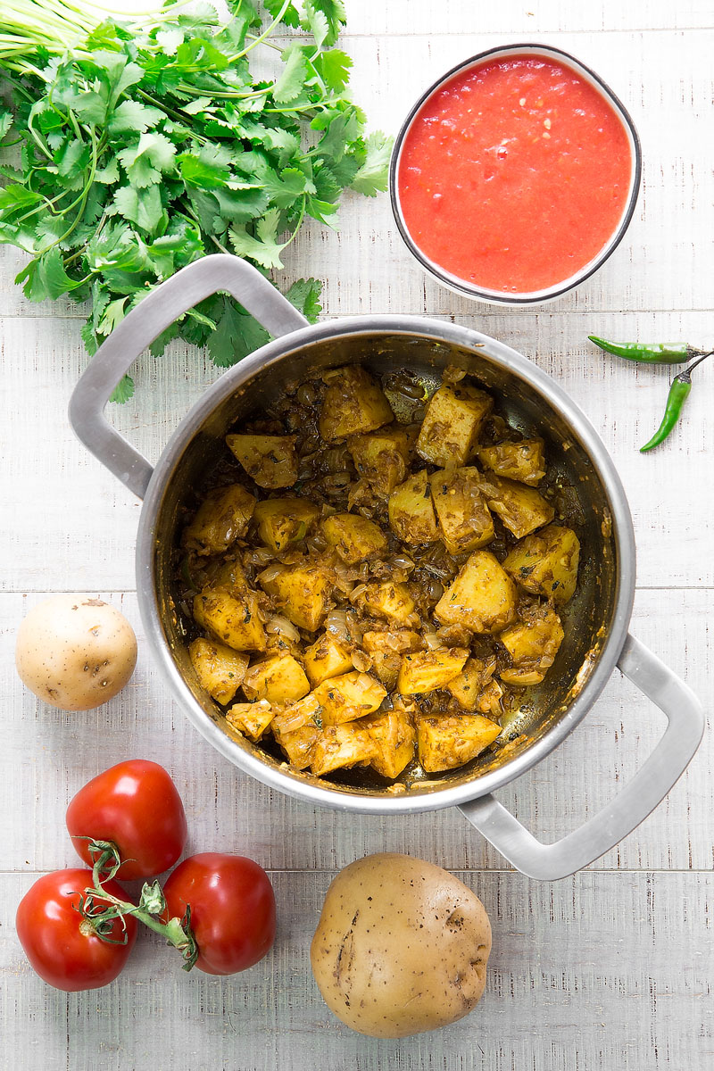 ALOO MATAR RECIPE: peas and potatoes Punjabi curry - all you need to know!