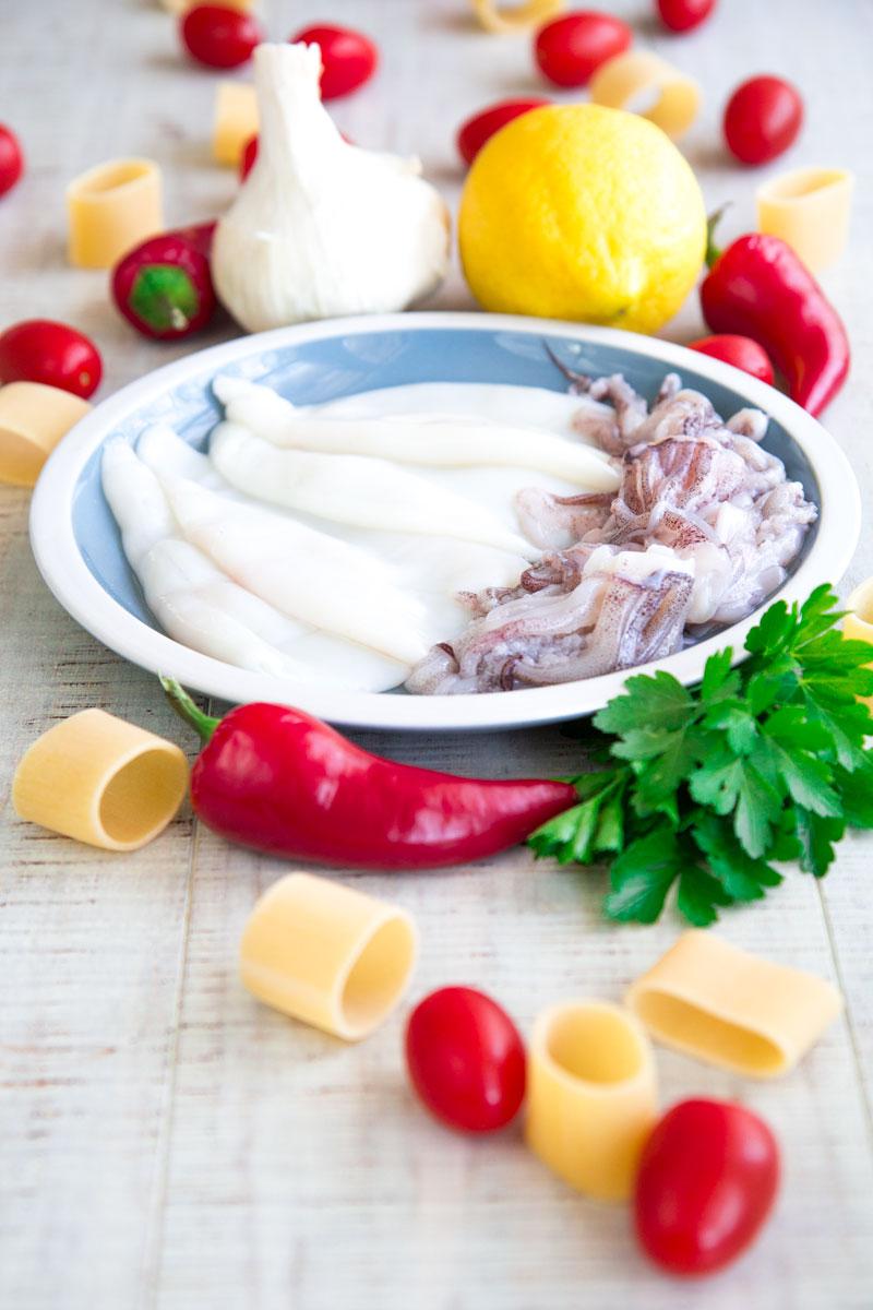 CALAMARATA PASTA WITH SQUID SAUCE: traditional Neapolitan recipe