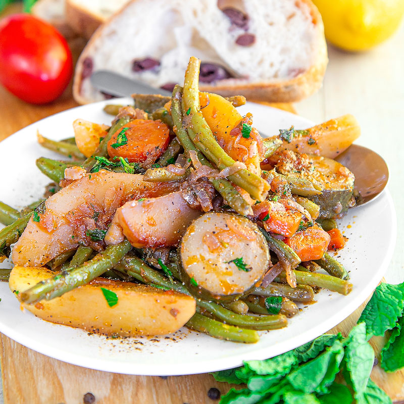FASOLAKIA - Traditional Greek braised green beans - all you need to know!