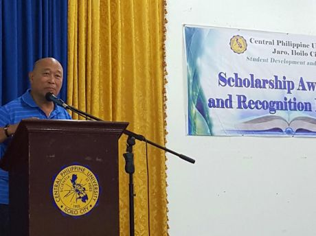 Melvin Espiga delivers inspirational message during the IAVI awarding of scholarship grants to 19 scholars/working students of Central Philippine University last 25 January 2016.