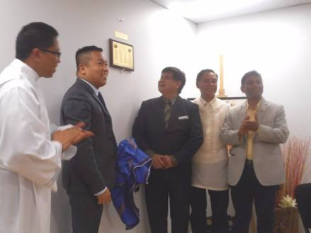 The unveiling of the Plaque of Legacy Supporters by (from left): Father Ferdinand de la Cruz, Consul Marford Angeles, Councillor Rey Manoto, Dr. Jimmy Lopez and Councillor Masood Chowdbury