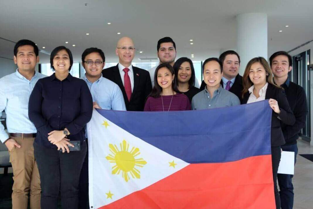 The 2017-2018 Executive Committee members of the Filipino-Australian Student Council of Victoria (FASTCO) together with Philippine Honorary Consul Felix Pintado