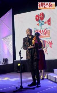 Matthew Victor Pastor receiving the Best Score award | 2018 Sinag Maynila Film Festival