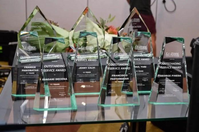 La Naval awarded 6 service awards to chosen employeers.
