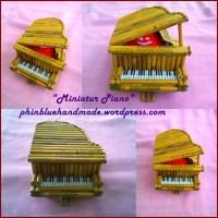 Miniatur PIANO dari Kertas Koran