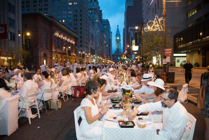 DÎNER EN BLANC, Philadelphia, 2014, on the Avenue of the Arts (Photo credit: Johanna Austin, AustinArt)