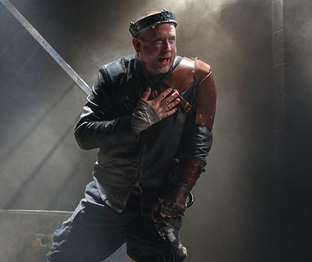 Pete Pryor as Richard III. Photo by Paola Nogueras.