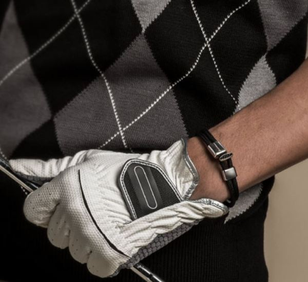 X100 Titanium Bracelet Carbon is great to golf with