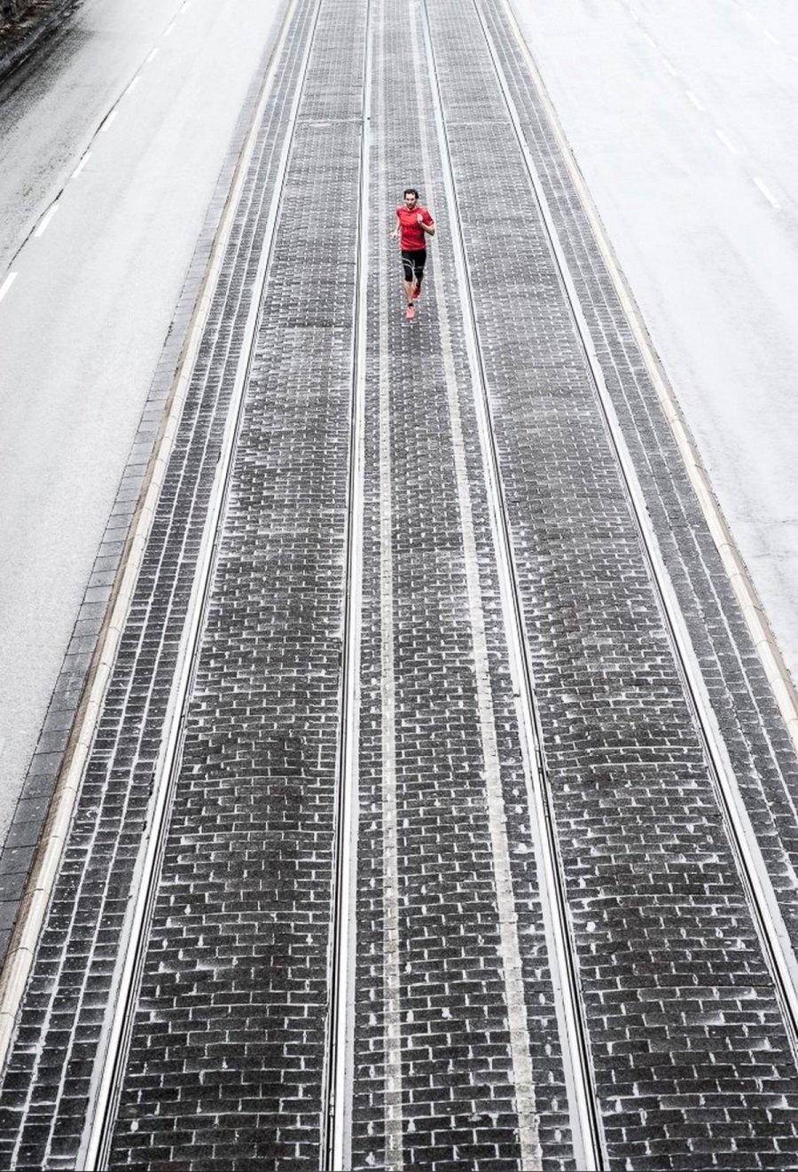 Running in the City by Florian Eisermann