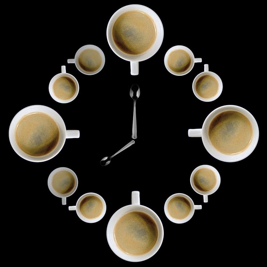 C'est l'heure du cafe by Javier Luces