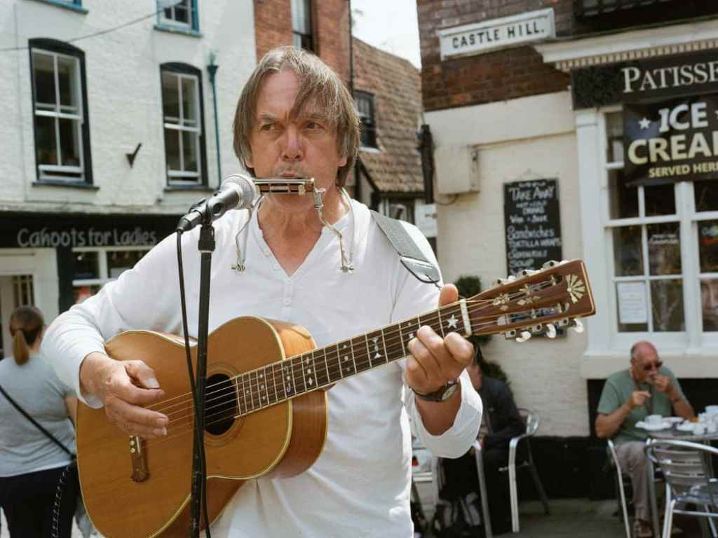 phlogger medium format shot of guitar player from busker festival