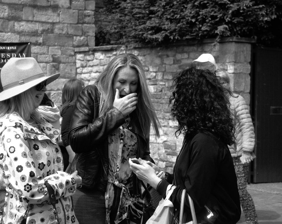 street photography - Capturing laughter (rule of odds
