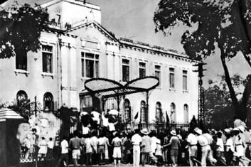 Opstand in Hanoi 19 augustus 1945 (foto: public domain)