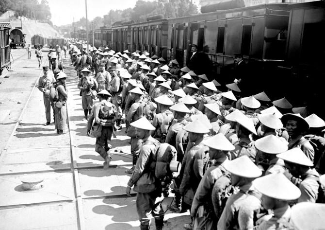 Vietnamese soldaten uit Annam komen aan in Saint-Raphaël 1916 (Bibliotheque nationale de France)