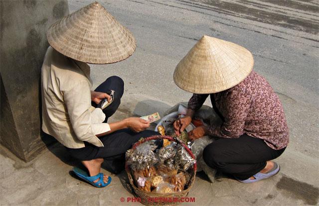 Twee vrouwen rekenen met elkaar af (foto: Pho Vietnam © Kim Le Cao)