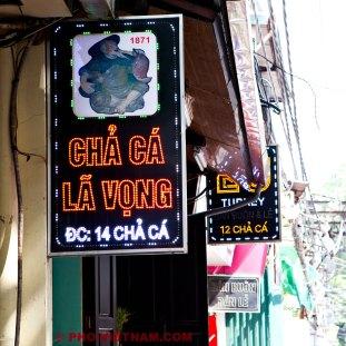 Uithangbord Cha ca (foto: Pho Vietnam © Kim Le Cao)