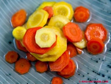Pickled carrot Dua ca rot (foto: Pho Vietnam © Kim Le Cao)