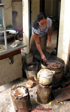 Houtskoolgrill in Saigon (foto: Pho Vietnam © Kim Le Cao)