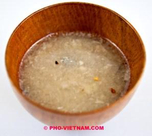 Dipsaus voor vissalade Goi ca (foto: Pho Vietnam © Kim Le Cao)