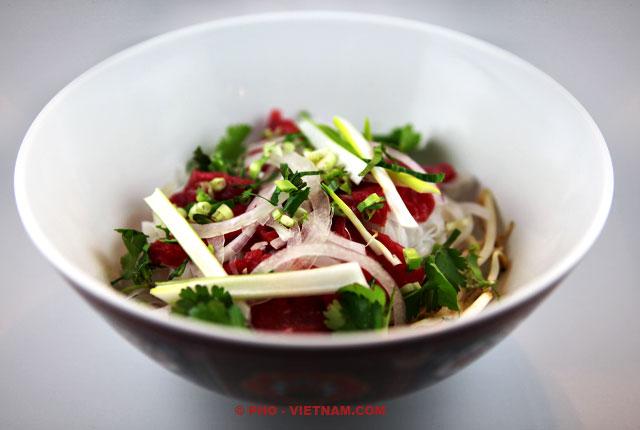 Make up a bowl of Pho (photo: Kim Le Cao © Pho Vietnam)
