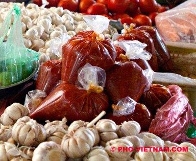 Sambal in zakjes (foto: Pho Vietnam © Kim Le Cao)