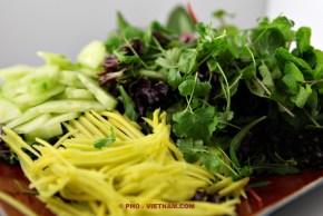Tafelgroente bij een fondue (foto: Pho Vietnam © Kim Le Cao)