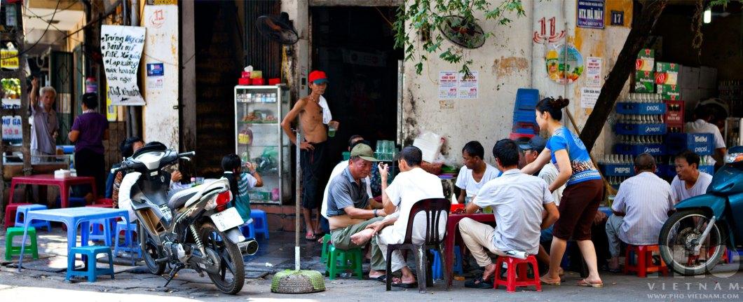 Restaurantterras in Hanoi (foto: Pho Vietnam © Kim Le Cao)