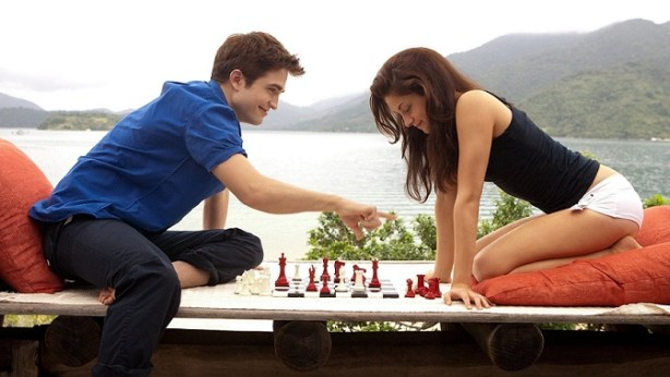 romantic-couple-playing-chess