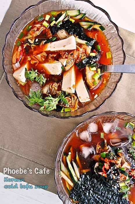 두부로 두부 김치 냉국을 만들었습니다.  여름에 시원하게, 겨울이라도 출출 할 때 야식으로 아주 좋을 것 같습니다. http://phoebescafe.com/cold_tofu_soup_ko/