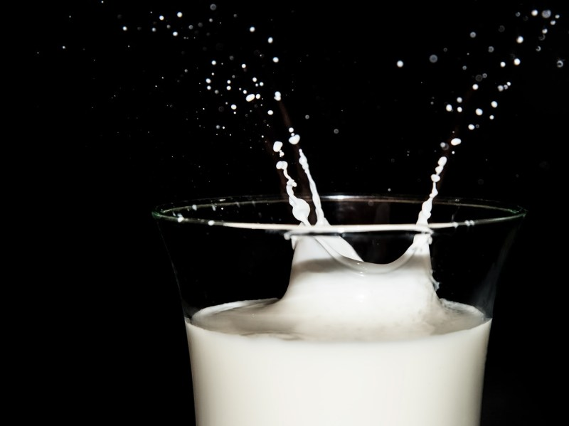 Milk: Foods that help to ease anxiety