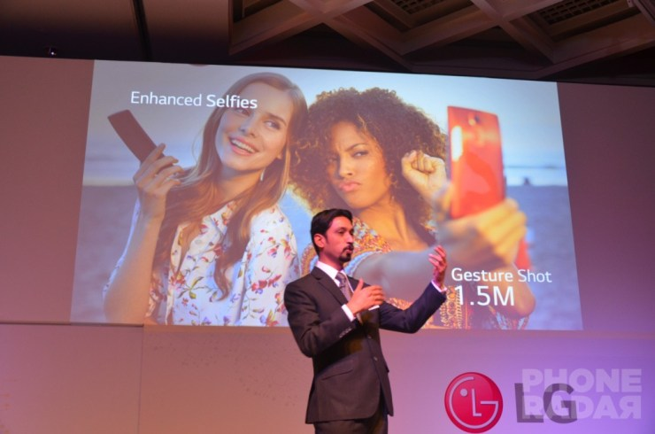 Talking about the camera features of LG G Flex 2.