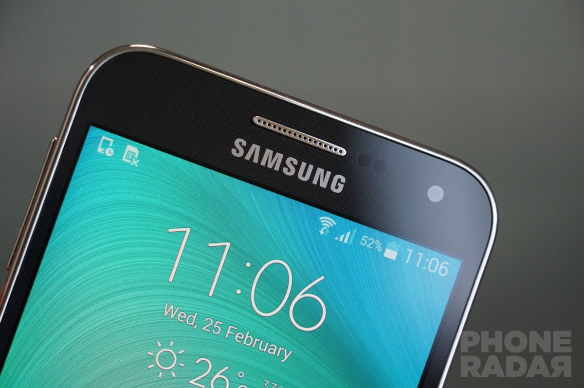 Samsung Galaxy E5 And E7 Hands On Photo Gallery Phoneradar The Resembles S4 A Lot With That Metallic Rim Edge Runs Around Screen Part Front But Ditched Bottom