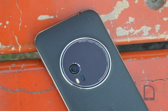 Asus Zenfone Zoom - Top Rear Side