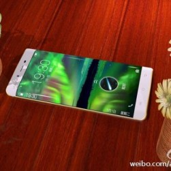 Vivo XPlay 5 - Closer Look at Edge Screen