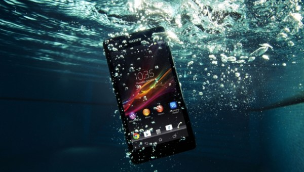 sony-xperia-zr-pool