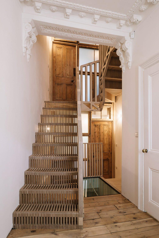 Mẫu cầu thang gỗ đẹp 1