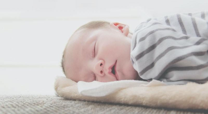 Bolehkah Bayi Baru Lahir Tidur Miring Secara Terus Menerus?