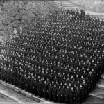 1930年頃 江見写真場 《高女全校生徒・表中門》