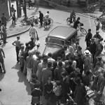 1935年頃 名取 洋之助 《自転車の店員と自動車の接触事故と野次馬》