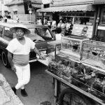 1975年 若目田幸平『東京のちょっと昔』《町屋(荒川区)の金魚売り》