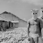 1954年 緑川洋一『白い村(石灰工場)』《石灰工場の人々》