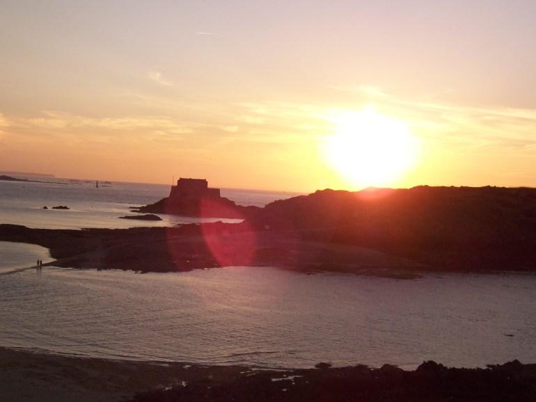 flare en photo coucher de soleil sur Saint-Malo
