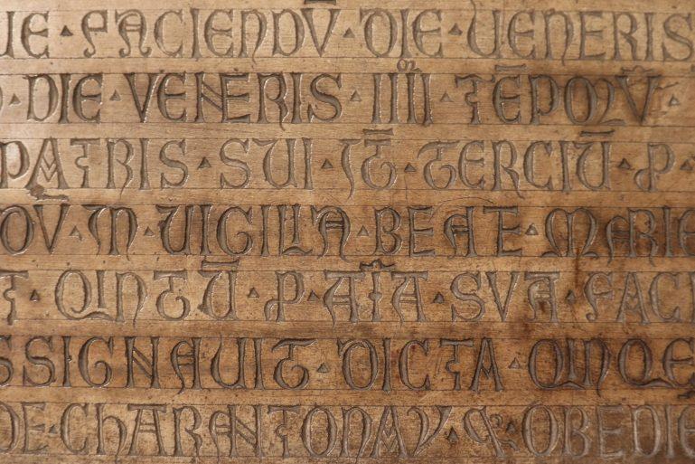photo détail écriture cathédrale