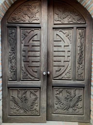 Door, Hanoi, Vietnam ©2019, Cyndie Burkhardt.
