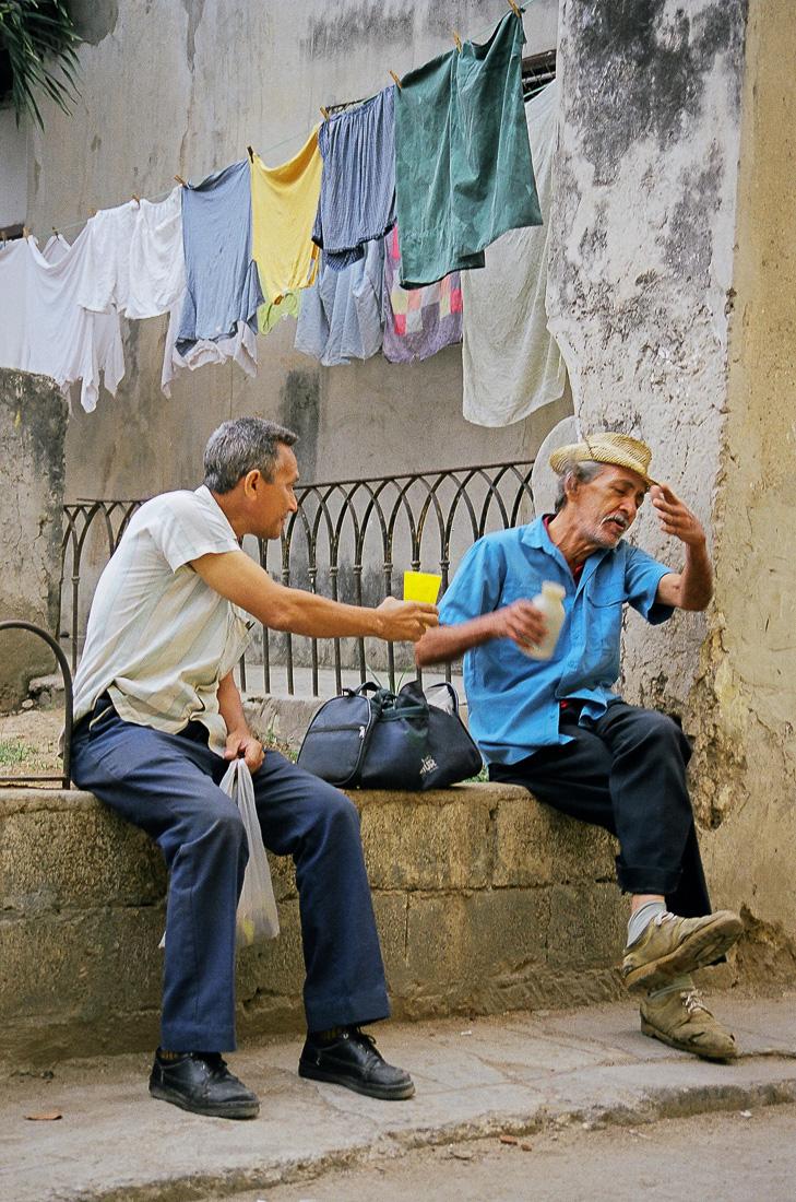 Camaraderie, Havana, Cuba, 1999 ©Cyndie Burkhardt.
