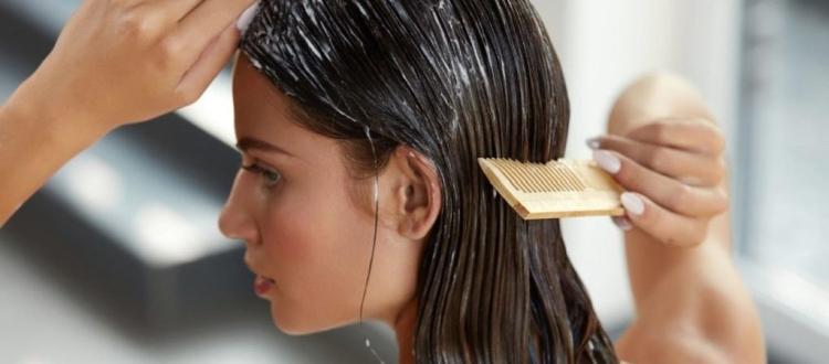 Topeng rambut dari laminasi gelatin di rumah
