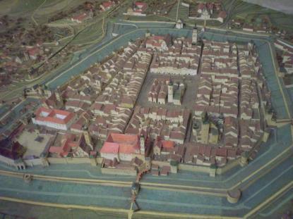 Макет міста середини ХVІІІ ст., спираючись на архівні дані, виготовив архітектор Ігор Качор у 1999 році